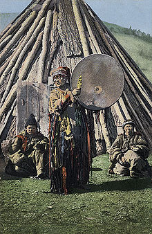 Altay_shaman_with_gong.jpg (40341 Byte)